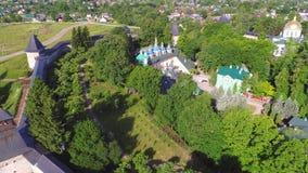 Πέρα από το ιερό εναέριο βίντεο μοναστηριών Dormition Pskov-Pechersk Pechora, περιοχή του Pskov απόθεμα βίντεο