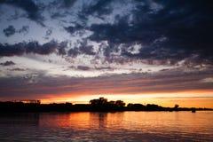 πέρα από το ύδωρ ηλιοβασιλέ Στοκ Εικόνα