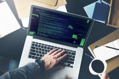Πέσος Φιλιππίνων που προγραμματίζουν την έννοια κυβερνοχώρου κωδικοποίησης HTML Στοκ Εικόνα