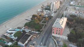 Πέταγμα από το δρόμο στην παραλία απόθεμα βίντεο