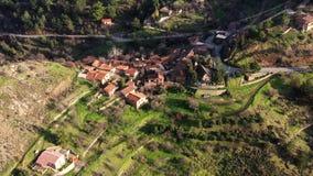 Πέταγμα επάνω από το χωριό Fikardou Περιοχή της Λευκωσίας, Κύπρος απόθεμα βίντεο