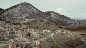 Πέταγμα πέρα από εγκαταλειμμένο το Foinikas χωριό Περιοχή της Πάφος, Κύπρος απόθεμα βίντεο