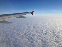 Πέταγμα πέρα από τα σύννεφα στοκ εικόνες