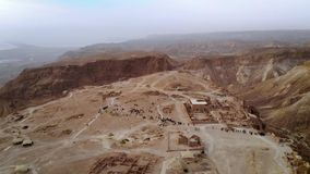 Πέταγμα πέρα από τη νότια περιοχή περιοχής φρουρίων Masada νότιας περιοχής περιοχής θάλασσας του Ισραήλ της νεκρής του Ισραήλ Αρχ φιλμ μικρού μήκους