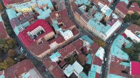 Πέταγμα πέρα από τις στέγες της παλαιάς πόλης απόθεμα βίντεο