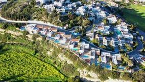 Πέταγμα πέρα από το χωριό του Πισσουρίου Περιοχή της Λεμεσού, Κύπρος απόθεμα βίντεο
