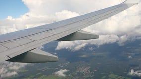 Πέταγμα σε ένα αεροπλάνο απόθεμα βίντεο