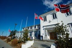Πέταγμα σημαιών Norweigian υψηλό Στοκ Φωτογραφίες