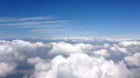 Πέταγμα στα σύννεφα απόθεμα βίντεο