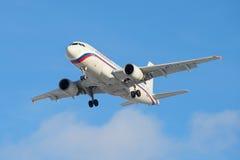 Πέταγμα της αεροσκαφών κινηματογράφησης σε πρώτο πλάνο αερογραμμών airbus A319-112 (EI-etp) ρωσικής Στοκ Φωτογραφία