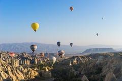 πέταγμα cappadocia μπαλονιών αέρα καυτό Στοκ εικόνες με δικαίωμα ελεύθερης χρήσης