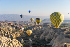 πέταγμα cappadocia μπαλονιών αέρα καυτό Στοκ φωτογραφία με δικαίωμα ελεύθερης χρήσης
