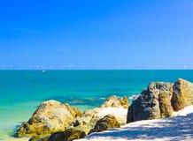 Πέτρα άμμου παραλιών θάλασσας στοκ φωτογραφίες