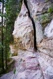 πέτρα απότομων βράχων γλυπτ&io Στοκ Εικόνες