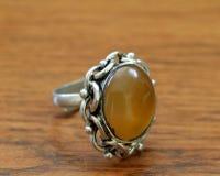 πέτρα δαχτυλιδιών κίτρινη στοκ φωτογραφία με δικαίωμα ελεύθερης χρήσης