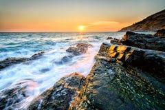 Πέτρα και ουρανός παραλιών Στοκ Εικόνα