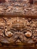Πέτρα ναών Srei Banteay που χαράζεται Στοκ Φωτογραφία