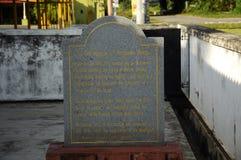 Πέτρα πληροφοριών του παλαιού μουσουλμανικού τεμένους Pengkalan Kakap σε Merbok, Kedah Στοκ Φωτογραφία