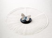 Πέτρα της Zen με την πεταλούδα Στοκ Φωτογραφία