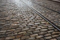 Πέτρα Cooble strret με τις παλαιές διαδρομές τραίνων στοκ φωτογραφίες