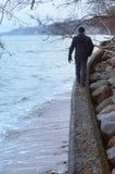 Πέτρες θάλασσας, για να πάρουν πέρα από τους βράχους Στοκ Φωτογραφία