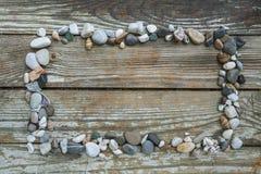 Πέτρες θάλασσας στο ξύλινο υπόβαθρο Στοκ Εικόνα