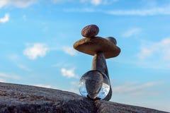 Πέτρες και σφαίρα κρυστάλλου Στοκ Εικόνα