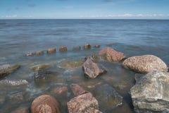 Πέτρες και σωροί του λιμενοβραχίονα Στοκ φωτογραφία με δικαίωμα ελεύθερης χρήσης