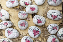 Πέτρες με τις συρμένες καρδιές Στοκ Εικόνες