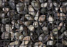 Πέτρες με το πλέγμα χάλυβα, τοίχος Gabion στοκ εικόνα με δικαίωμα ελεύθερης χρήσης