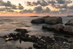 Πέτρες νερού που εξισώνουν το μακρύ πυροβολισμό έκθεσης Στοκ εικόνες με δικαίωμα ελεύθερης χρήσης