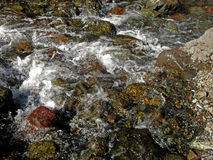 Πέτρες σε έναν καταρράκτη στοκ εικόνες