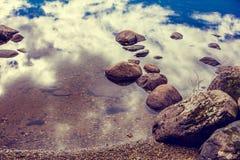 Πέτρες σε ένα νερό Στοκ φωτογραφία με δικαίωμα ελεύθερης χρήσης