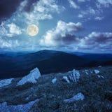 Πέτρες στη βουνοπλαγιά τη νύχτα Στοκ Φωτογραφία