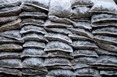 Πέτρες στις ανάμεικτα μορφές και τα μεγέθη στην τσάντα που συσσωρεύεται Στοκ εικόνες με δικαίωμα ελεύθερης χρήσης