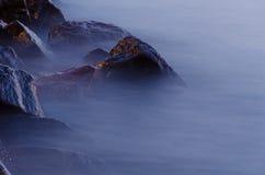 Πέτρες στο νερό Στοκ φωτογραφία με δικαίωμα ελεύθερης χρήσης
