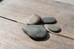 Πέτρες στο ξύλο Στοκ εικόνες με δικαίωμα ελεύθερης χρήσης