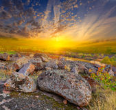 Πέτρες στο υπόβαθρο ηλιοβασιλέματος Στοκ Εικόνες