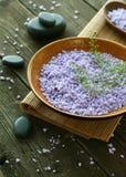 πέτρες σύνθεσης λουτρών salt spa ξύλινες Στοκ φωτογραφία με δικαίωμα ελεύθερης χρήσης