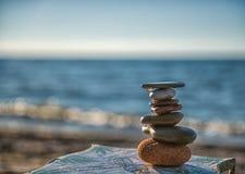 Πέτρες της Zen στην παραλία Στοκ Εικόνες