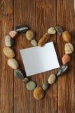 πέτρες ‹â€ ‹θάλασσας †σε μια μορφή καρδιών Στοκ Εικόνα