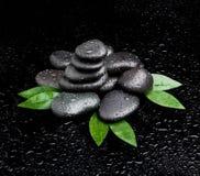 Πέτρες SPA. μαύρες λαμπρές πέτρες zen Στοκ φωτογραφία με δικαίωμα ελεύθερης χρήσης