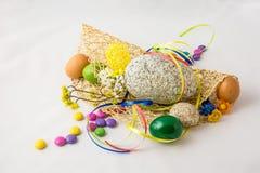 Πέτρινα και χρωματισμένα αυγά Στοκ Φωτογραφία