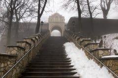Πέτρινα σκαλοπάτια που οδηγούν στη βασιλική του ST Anne στο υποστήριγμα ST Στοκ φωτογραφία με δικαίωμα ελεύθερης χρήσης