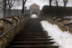 Πέτρινα σκαλοπάτια που οδηγούν στη βασιλική του ST Anne στο υποστήριγμα ST Στοκ εικόνες με δικαίωμα ελεύθερης χρήσης