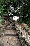 Πέτρινα σκαλοπάτια στο πάρκο Hill του Castle στη Νίκαια, Γαλλία στοκ εικόνες