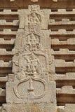 Πέτρινες bas-ανακουφίσεις στους τοίχους ο σύνθετος λόφος Hemakuta ναών σε Hampi, Karnataka, Ινδία στοκ φωτογραφία