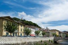 Πέτρινη γέφυρα στο Borgo Valsugana, ένα χωριό στις ιταλικές Άλπεις Στοκ φωτογραφία με δικαίωμα ελεύθερης χρήσης