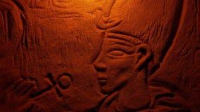 Πέτρινη γλυπτική Pharaoh στην πυράκτωση πυρκαγιάς απόθεμα βίντεο