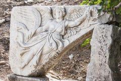 Πέτρινη γλυπτική της ελληνικής θεάς Nike, στον παλαιό ελληνικό, πιό πρώην Ρωμαίο, πόλη Ephesus Στοκ φωτογραφία με δικαίωμα ελεύθερης χρήσης